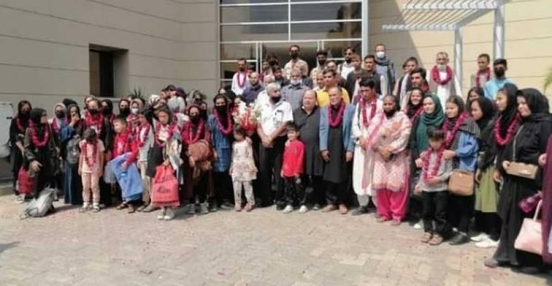 افغانستان سے خواتین فٹبال کھلاڑی پاکستان پہنچ گئیں