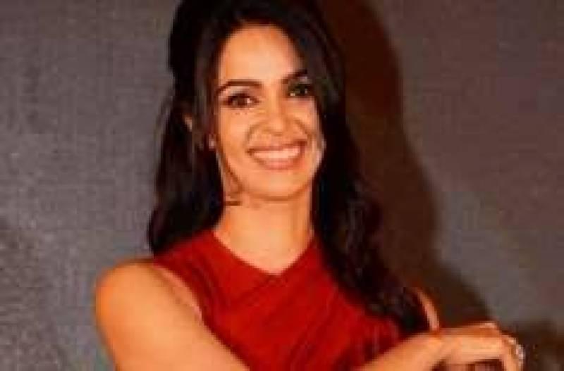 مردوں نے نہیں خواتین نے ہراساں کیا ، بھارتی اداکارہ ملیکا شراوت