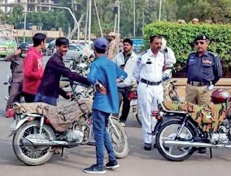 کراچی میں ٹریفک پولیس کی کارروائی ، چالان کے ضمن میں کروڑ سے زائد جرمانہ