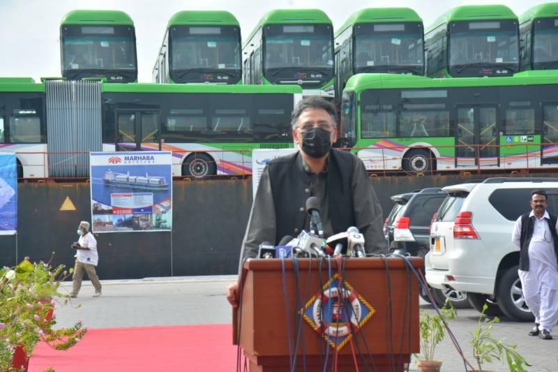 گرین لائن بسیں نومبر میں کراچی کی سڑکوں پر ہوں گی: اسد عمر