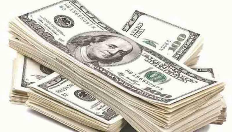 انٹر بینک مارکیٹ میں ڈالر آج پھر مہنگا، سٹاک مارکیٹ میں شدید مندی