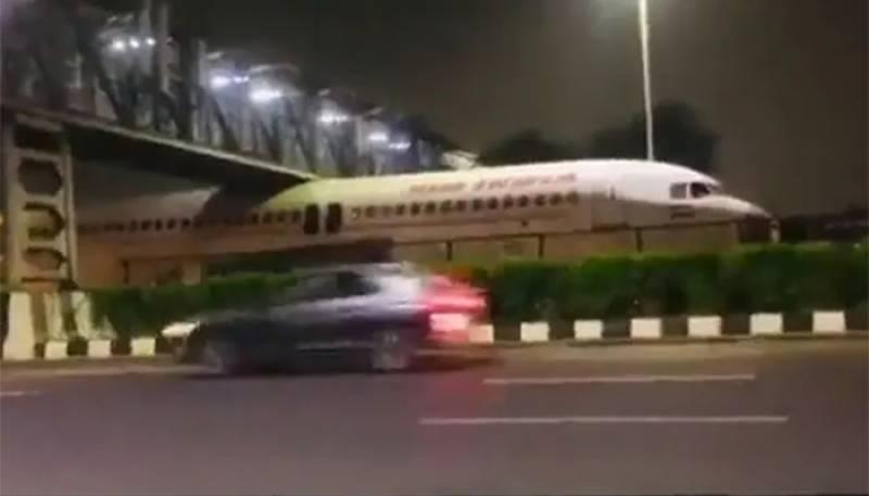 Viral Video,Air India Plane,Under Bridge,Near Delhi Airport
