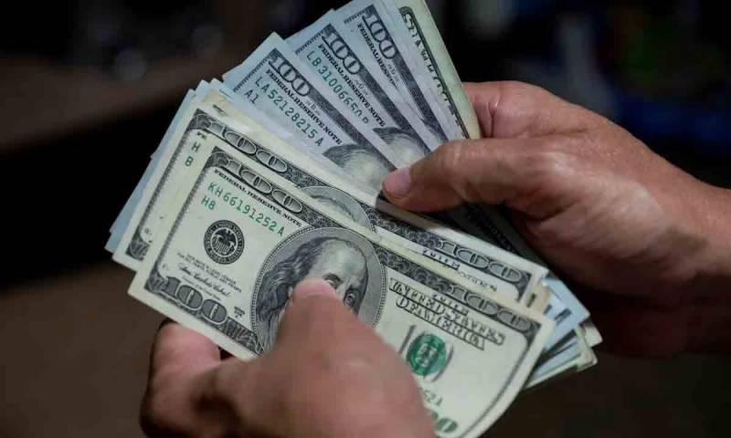 ڈالر آج مزید 9 پیسے مہنگا، سٹاک مارکیٹ میں بدترین مندی ریکارڈ