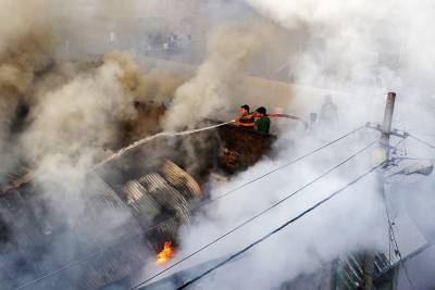 بھارت، اترپردیش میں کپڑے کے کارخانے میں آگ لگنے سے 13 افراد ہلاک