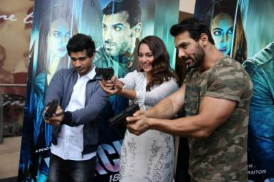 جان ابراہم کی ''فورس 2''بھی پاک بھارت مسائل کا شکار