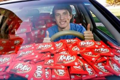 طالب علم کو ایک چاکلیٹ کے بدلے کمپنی نے6500 چاکلیٹ تحفے میں پیش کر دیں