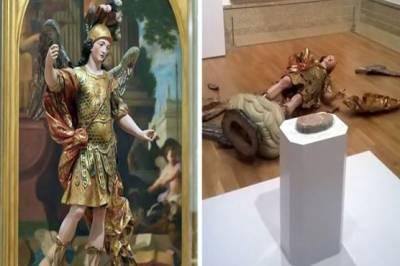 سیاح نے تصویر کھینچوانے کیلئے قدیم مجسمہ پاش پاش کر دیا -