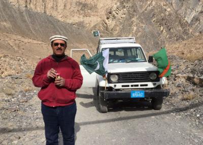 شمشال سے تعلق رکھنے والے بہادر شخص نے ساٹھ کلومیٹر طویل مشکل ترین راستہ ریورس گئیر میں گاڑی چلا کر طے کیا