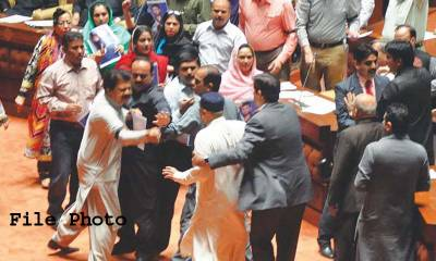 سندھ اسمبلی، وقفہ سوالات کے دوران اسپیکر اور ایم کیو ایم رکن کے درمیان جملوں کا تبادلہ