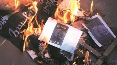 نوٹوں کی منسوخی کے خلاف لڑکی کا برہنہ احتجاج