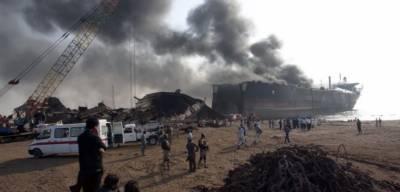 کراچی: کیماڑی آئل ڈپو میں لگنے والی آگ پر2 گھنٹے کی جدوجہد کے بعد قابوپالیاگیا