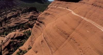 ایریزونا میں سائیکل سواروں کے چٹان پر خطرناک کرتب