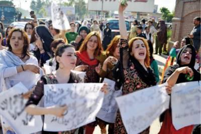 پشاور :شی میل ایسوسی ایشن کا نیو نیوز پر پابندی کیخلاف مظاہرہ