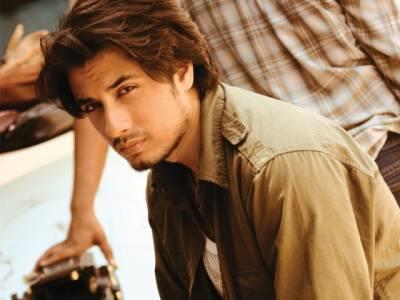 """شاہ رخ خان کی فلم """"ڈئیر زندگی"""" میں علی ظفر کیساتھ دھوکا"""