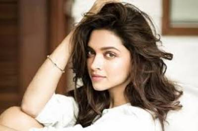 """دیپیکا پاڈوکون فلم """" پدماوتی """" میں 400 دیوں کی روشنی میں جھومر ڈانس پیش کریں گی"""