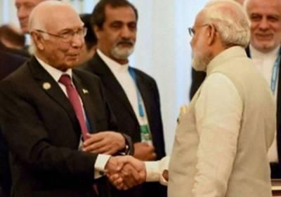 بھارت کی سفارتی آداب کی خلاف ورزی،سرتاج عزیز کو 40 منٹ ائیرپورٹ پر بٹھائے رکھا