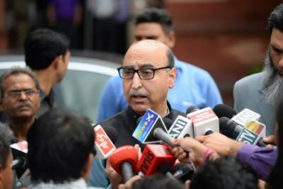 پاکستانی ہائی کمشنر نے بھارتی سیکیورٹی اہلکار کو ڈانٹ دیا