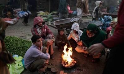 دسمبر کا مہینہ شروع ہوتے ہی پشاور شدید سردی کی لپیٹ میں آگیا