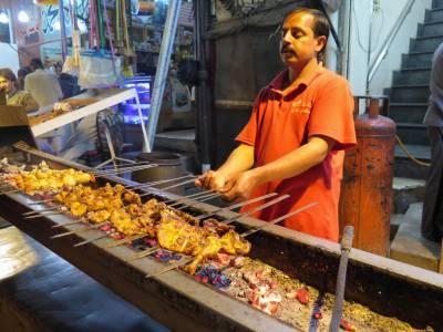 چٹخوروں کے شہر میں سجا کھانوں کا میلہ