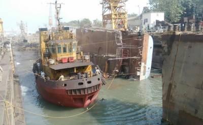 بھارت میں جنگی بحری جہاز کوحادثہ ، 2 افراد ہلاک ، 14 زخمی