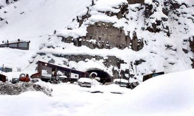 چترال کے بالائی علاقوں اور پہاڑوں کی چوٹیوں پر برف باری، لواری ٹاپ بند