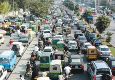 جگہ جگہ فلائی اوور اور انڈر پاسز کے باوجود لاہور میں ٹریفک مسائل کم نہ ہوئے
