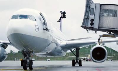 جرمنی: اُڑان سے ایک منٹ پہلے جہاز میں نوجوان کی دبنگ انٹری سے لوگ حیران