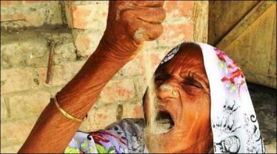 78سالہ بھارتی خاتون جو روزانہ ایک کلو ریت کھا جاتی ہے
