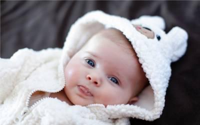ایک مرد، دو خواتین کے مشترکہ بچے کی پیدائش قانونی قرار دیدی گئی