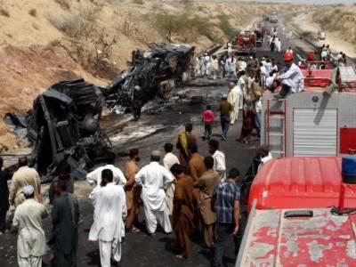 کوئٹہ: مسافر بس اور ٹرالر میں خوفناک تصادم ،7افراد جاں بحق،8زخمی