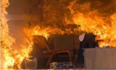پشاور: مصروف بازار میں آگ لگنے سے درجنوں دکانیں جل کر خاکستر