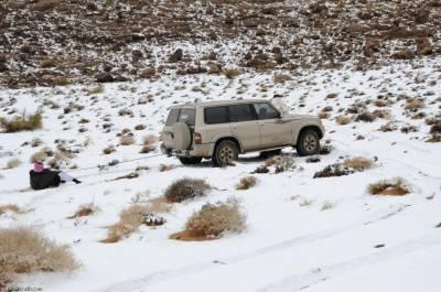 امریکا اور کینیڈا کے بعد برف باری نے سعودی عرب میں بھی ڈیرے ڈال لیے