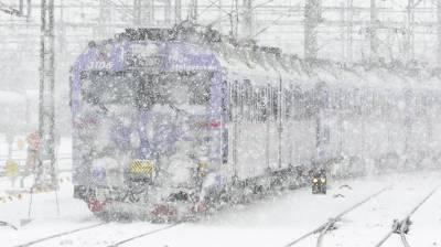 سعودی عرب میں برفانی آندھی کے بیچ ٹرین