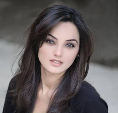 معروف پاکستانی اداکارہ سعدیہ خان فحش ترین فلم میں سامنے آگئیں