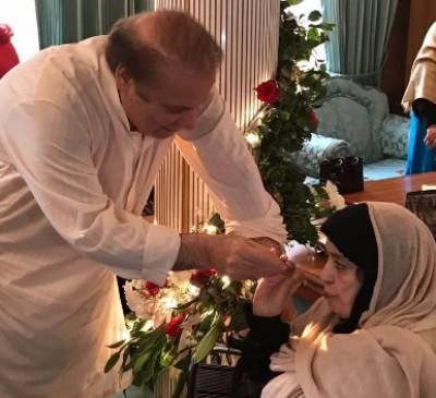 وزیراعظم پاکستان میاں محمد نوازشریف کی والدہ نے اپنے بیٹے کی 67ویں سالگرہ منائی