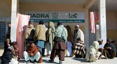 قومی شناختی کارڈ کے حصول کے لئے بلوچستان کے شہرچمن میں اب راتوں کو بھی قطاریں لگنے لگی