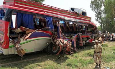 پنو عاقل ٹریفک حادثے میں 3 خواتین سمیت 5 افراد ہلاک