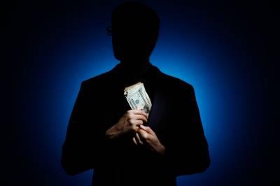 دو ارب روپے رشوت لینے والا سرکاری افسرگرفتار