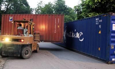 لاہور کی اہم شاہرائوں پر کنٹینرز کھڑے کرکے راستے بند کر دیئے گئے