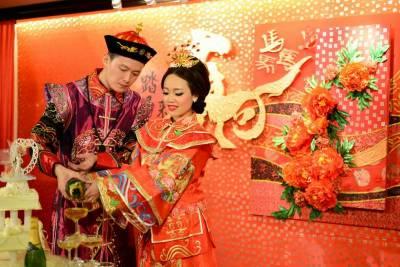چین میں دلہا میاں دلہن کی قیمت سن کر پریشان