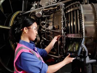 کیا آپ کو جانتے ہیں کہ مسافر جہازوں کے انجن کا معائنہ اور صفائی کیسے کی جاتی ہے؟ ایسا طریقہ کہ آپ جان کرآپ حیران ہو جائیں گے