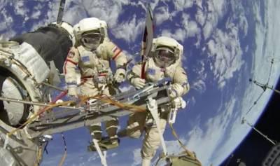 عالمی خلائی سٹیشن کے باہر 2 خلابازوں کی ساڑھے6 گھنٹے تک چہل قدمی