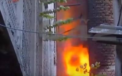 لکشمی چوک کے قریب فرنیچر مارکیٹ میں اچانک آگ بھڑک اُٹھی