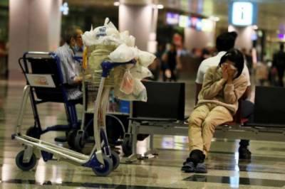 سنگارایئرپورٹ پر8 سال قیام کرنے والی خاتون اپنے گھرمنتقل