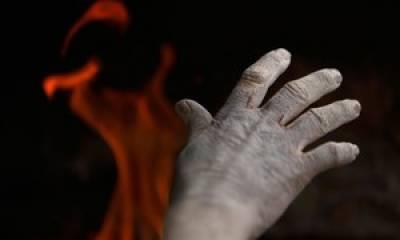 بھتے کے ماہانہ پیسے نہ دینے پر خواجہ سرا کو آگ لگادی