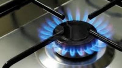 گیس کی کئی کئی گھنٹے بندش نے گھروں کے چولہے بجھا دیئے