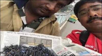 بھارتی شہری نے پنکچر مافیا کی جانب سے سڑک پرپھینکی 50 کلو کیلیں جمع کرلیں