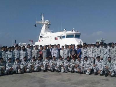 چین کے جدید ہتھیاروں سے لیس 2 بحری جہاز گوادرپورٹ پہنچ گئے