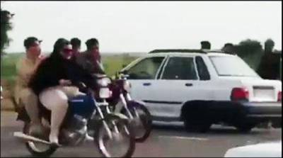 ایران میں موٹر سائیکل چلانے پر دو خواتین گرفتار
