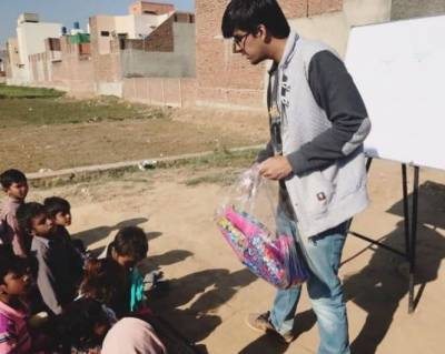 ایک ہمدرد پاکستانی نے فیصل آباد کی کچی آبادی میں غریب بچوں کے لیے سکول قائم کر دیا